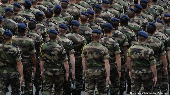 French soldiers (picture-alliance/dpa/P. Seeger)