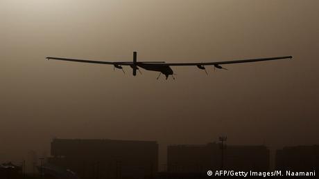 Abu Dhabi Solar Impulse 2 startet zur Weltumrundung