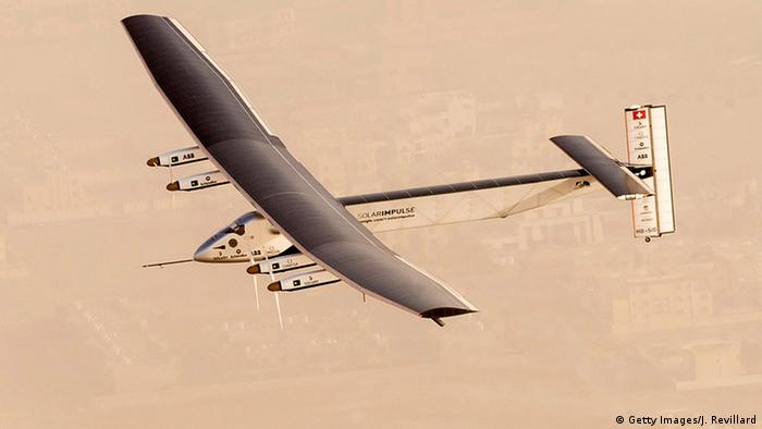 Abu Dhabi Solar Impulse 2 startet zur Weltumrundung (Foto: Getty Images/J. Revillard)