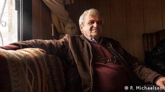 Der Druse Khalid Boazzidin sitzt in seinem Wohnhaus in Brih (Foto: Ruth Michaelson)