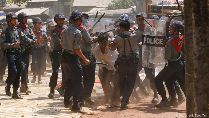 Myanmar Gewalt bei Studentenproteste