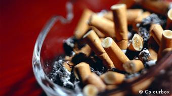 Aschenbecher mit Zigarettenstummel