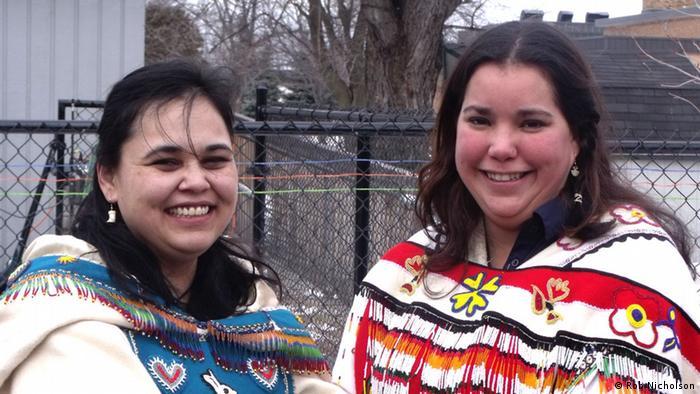 Dos mujeres de la etnia inuit en Canadá