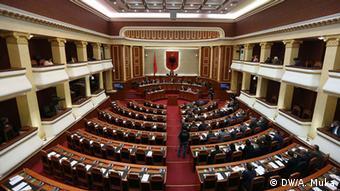 Albanisches Parlament in Tirana (DW/A. Muka)