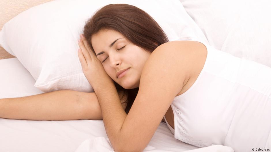 كيف تخلد إلى النوم في دقيقة واحدة منوعات نافذة Dw عربية على حياة المشاهير والأحداث الطريفة Dw 14 05 2015