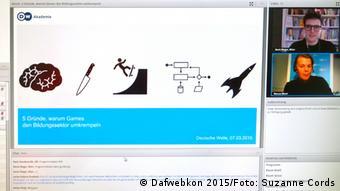 Marcus Bösch (rechts unten) erklärt in seiner Keynote, warum Games den Bildungssektor umkrempeln (Foto: DW).