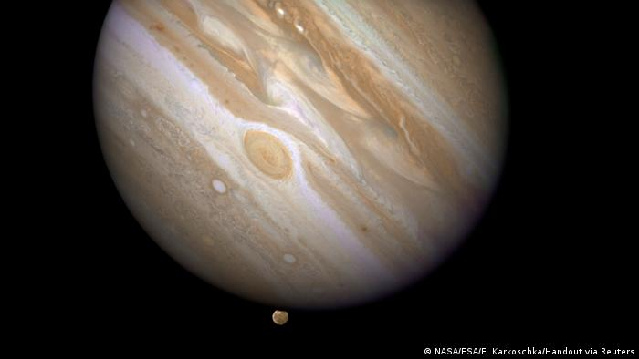 Jupiter und Mond Ganymed (NASA/ESA/E. Karkoschka/Handout via Reuters)