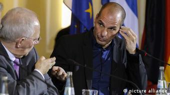 euro finanzen schäuble varoufakis finanzminister griechΗ διαρκής μονομαχία μεταξύ του «Δόκτορος Σόιμπλε» (κατά Βαρουφάκη) και του «επιφανούς οικονομολόγου» (κατά Σόιμπλε), τροφοδοτούσε επί μήνες την πολιτική ειδησεογραφίαenland