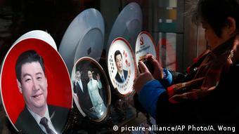 Культ личности Си Цзиньпина многим напоминает о временах Мао