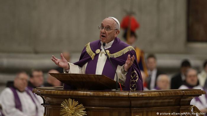 Papst Franziskus ruft Heiliges Jahr aus (AP)