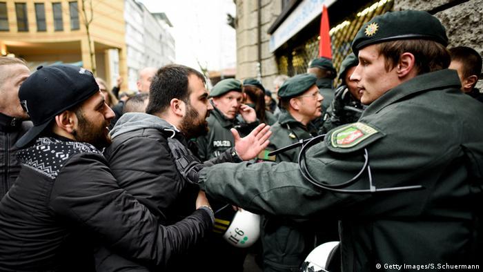 Wuppertal Demonstrationen von Salafisten und Pegida