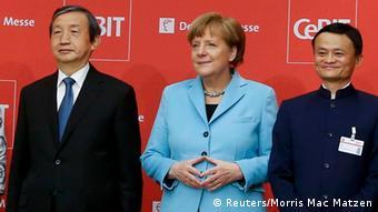 Kanzlerin Angela Merkel mit Ma Kai und Jack Ma auf der CeBIT 2015