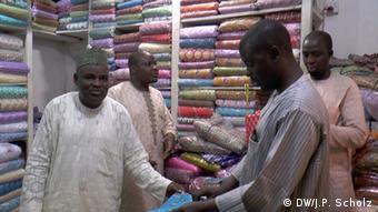 Nigeria Händler in Kano (DW/J.P. Scholz)