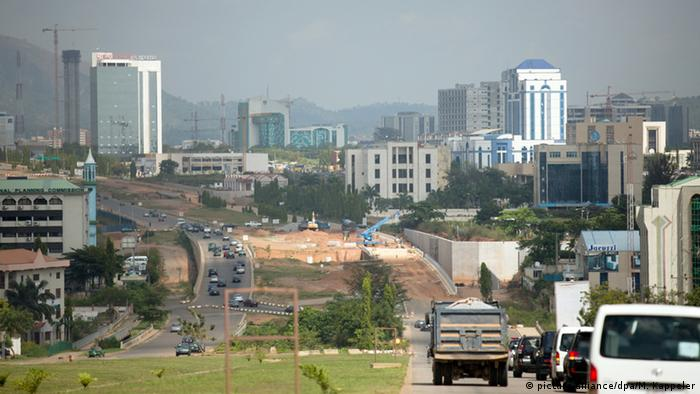 A view of Abuja showing a highway and highrise buildings (dpa/M. Kappeler)