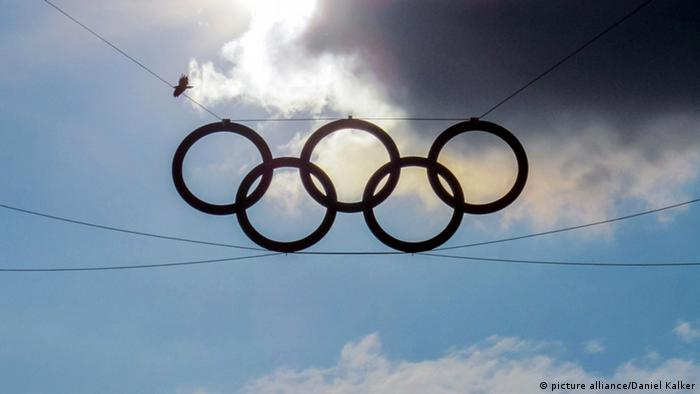 Olympische Ringe vor Himmel. Foto: dpa-pa