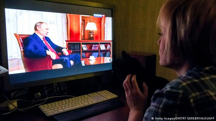 Путин на экране телевизора
