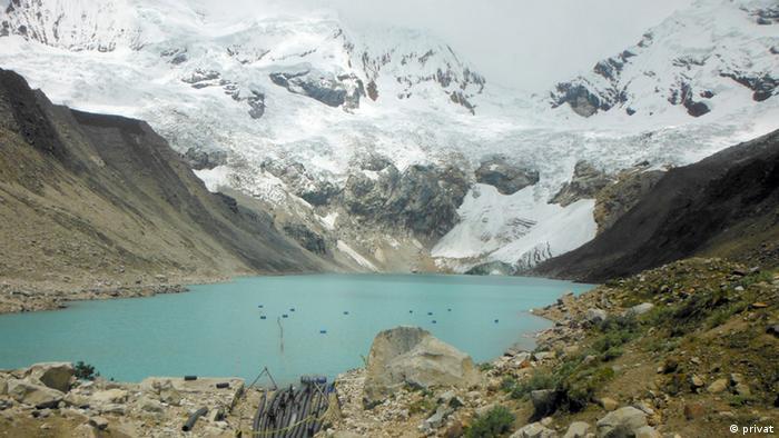 Peru Gebirgssee oberhalb der Stadt Huaraz EINSCHRÄNKUNG