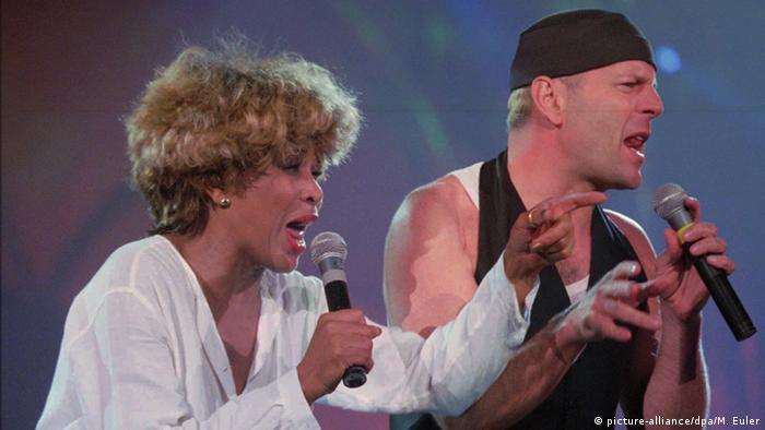 Tina Turner & Bruce Willis in concert