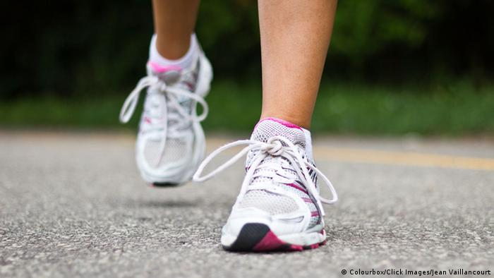 7c51110d1 لكل حذاء رائحته، بغض النظر عن الرائحة الكريهة التي قد تصدر عنه. فالأحذية  الجلدية لها رائحتها الخاصة حتى حين يتم شراؤها وهي جديدة، بل إن الكثير من  الأحذية ...