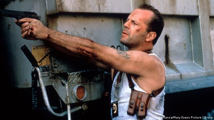 Bruce Willis in Die Hard (picture-alliance/Mary Evans Picture Library)