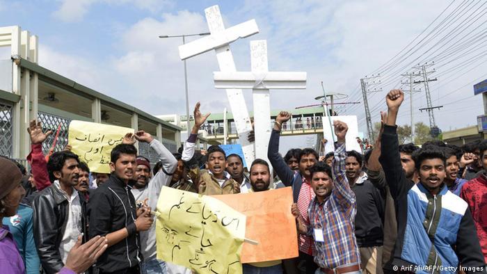 Protest von pakistanischen Christen nach Anschlägen auf Kirchen in Lahore