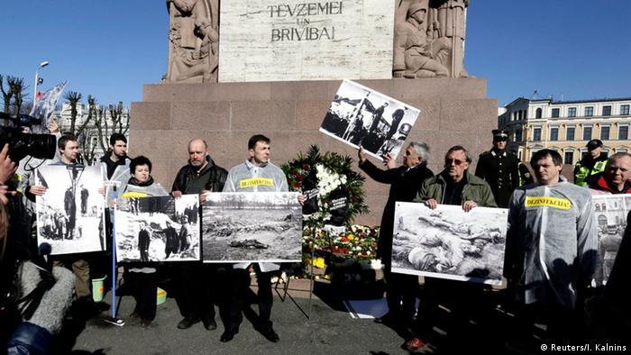 Protest gegen Marsch von Veteranen der Waffen-SS in Riga