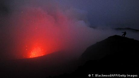 Vulkan Yasur auf Vanuatu (T. Blackwood/AFP/Getty Images)