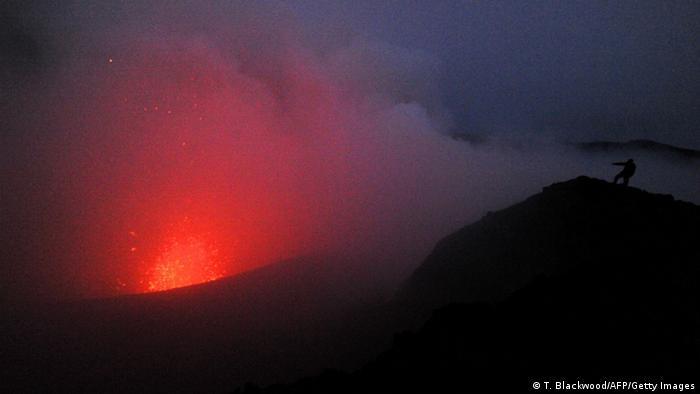 Vulkan Yasur auf Vanuatu (T. Blackwood/AFP/Getty Images)