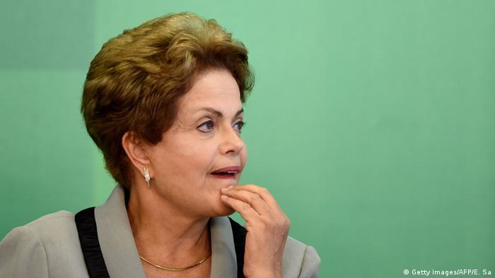 "Brasil terá que ""encarar"" reforma da Previdência, diz Dilma"