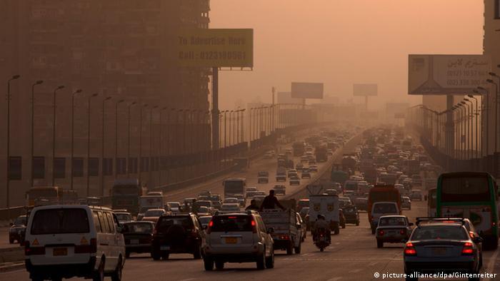 Mit mehr als neun Millionen Einwohnern zählt die ägyptische Hauptstadt ebenfalls zu den Städten mit extrem schlechter Luft. Der enorm dichte Verkehr sorgt insbesondere in Verbindung mit hohen Ozonwerten im Sommer für eine große Belastung der Atemwege.