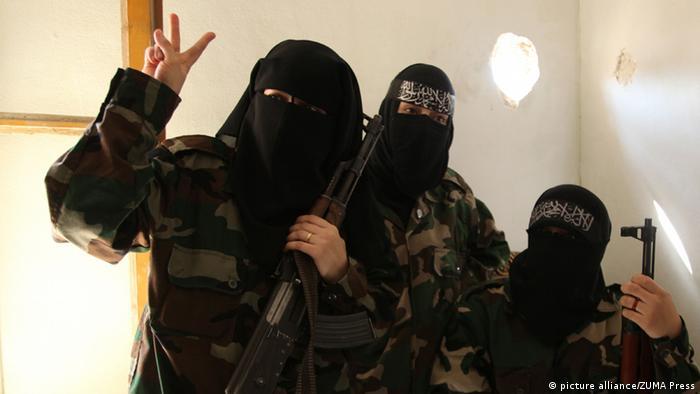 صورة رمزية لمقاتلات في سوريا