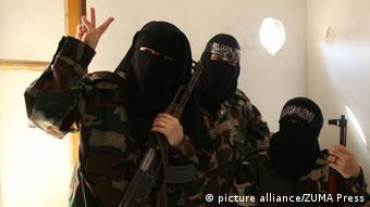 Symbolbild Syrien Frauen Burka Kämpferinnen