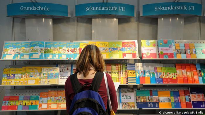Symbolbild Bildung Deutschland Schulbücher