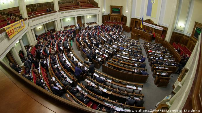 Symbolbild Parlament Kiew Ukraine (picture-alliance/ZUMAPRESS.com/Sergii Kharchenko)