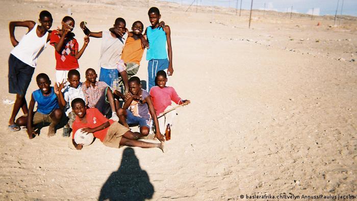 Jungen am Strand, Foto: baslerafrika.ch/Evelyn Annuss/Paulus Jacobs