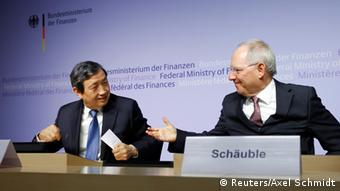German Finance Minister Wolfgang Schaeuble (R) and China's Vice Premier Ma Kai attend a joint news conference in Berlin, March 17, 2015 (Photo: REUTERS/Axel Schmidt)