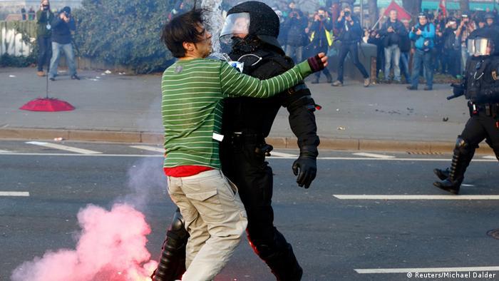 столкновения во Франкфурте