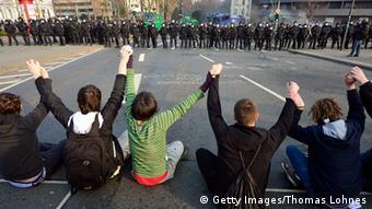 Εκπρόσωποι του κινήματος Blockupy τήρησαν σαφείς αποστάσεις από τα περιστατικά βίας