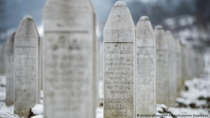 Bosnien Srebrenica Massaker Grabsteine