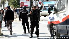 18.03.2015 * Bildunterschrift:Tunisian security forces secure the area after gunmen attacked Tunis' famed Bardo Museum on March 18, 2015. At least seven foreigners and a Tunisian were killed in an attack by two men armed with assault rifles on the museum, the interior ministry said. AFP PHOTO / FETHI BELAID (Photo credit should read FETHI BELAID/AFP/Getty Images)
