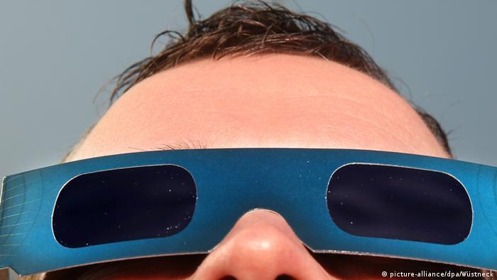 Sonnenfinsternisbrillen