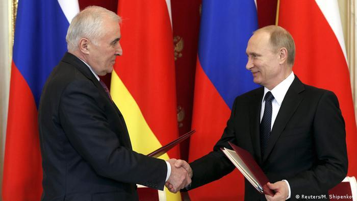 Pacto de aliança e integração: Moscou agora é responsável pela defesa da região separatista da Geórgia
