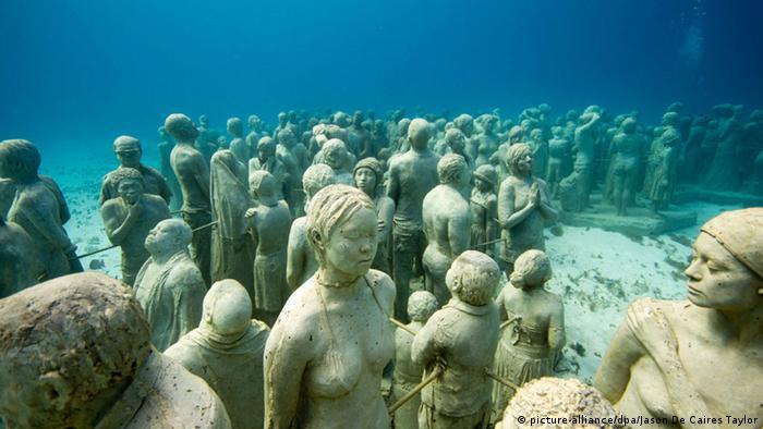 Skulpturen von Jason de Caires Taylor im Subaquatic Museum in Cancun
