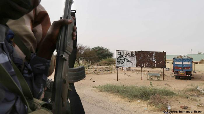 Tschad Fahne Soldaten Kampf gegen Boko Haram Nigeria