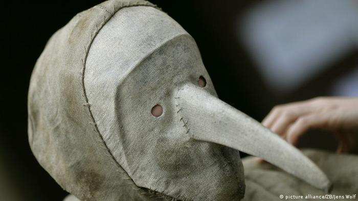 Защитный костюм от чумы времен Средневековья