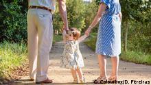 Symbolbild Kinderbetreuung durch Großeltern