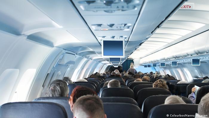 Passageiros na cabine de um avião