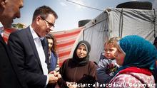 Bundesentwicklungsminister Gerd Müller in einem syrischen Flüchtlingslager im Libanon