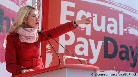Equal Pay Day-Aktion in Berlin (picture-alliance/dpa/S. Pilick)