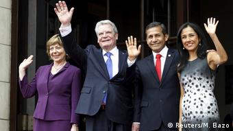 Bundespräsident Joachim Gauck mit Ehefrau Daniela Schadt, Perus Staatspräsident Ollanta Humala und dessen Ehefrau Nadine Heredia (Foto: Reuters/M. Bazo)